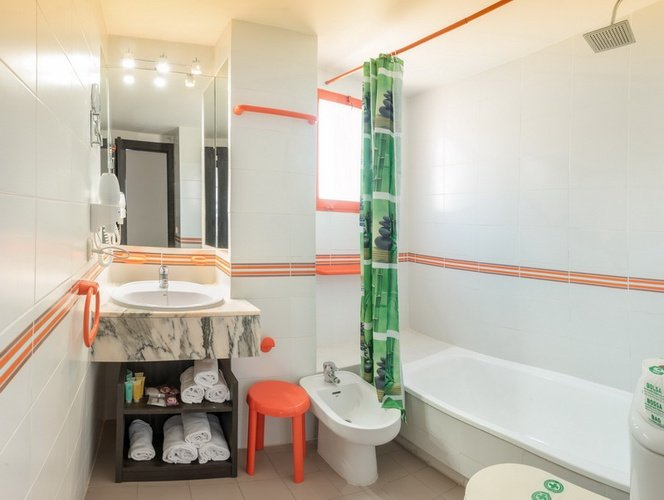 Baño Apartotel Magic Tropical Splash Benidorm