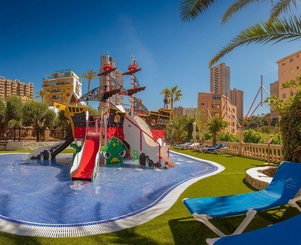 La 'Perla Negra' Apartotel Magic Tropical Splash Benidorm