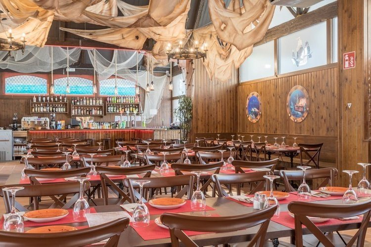 Restaurante 'Pirate's Tavern' Apartotel Magic Tropical Splash Benidorm